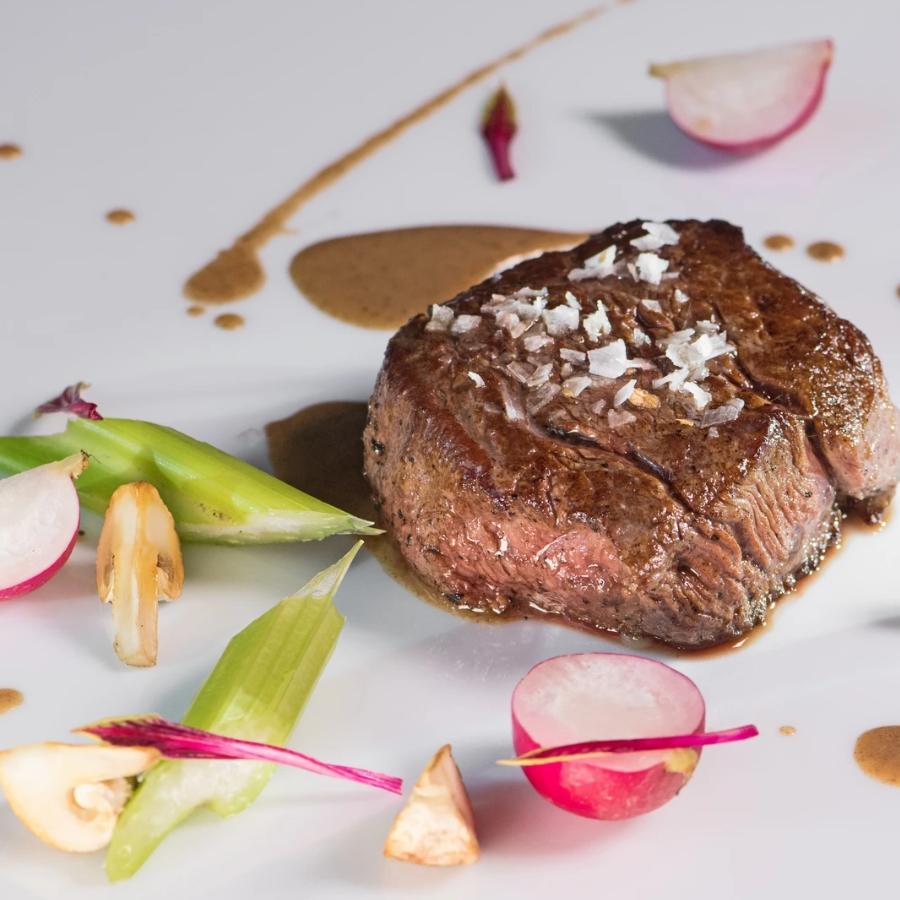 Biftek z belimi ali črnimi Mletimi tartufi