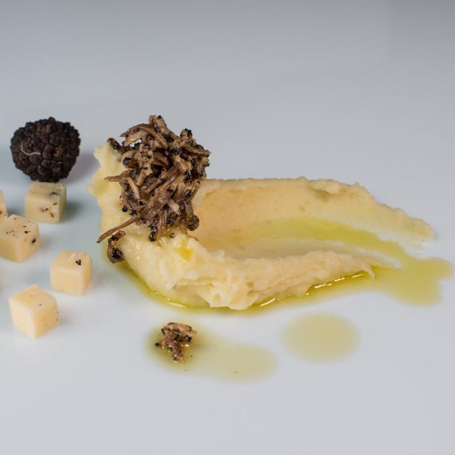 Pire krompir s Črnim ribanim Poletnim tartufom